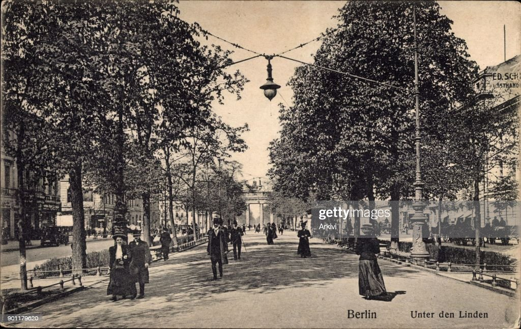 Ak Berlin ak berlin passanten in der straße unter den linden brandenburger