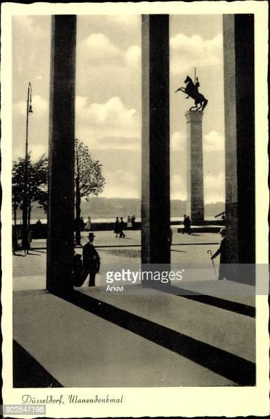 Ak Düsseldorf Blick auf das Ulanendenkmal Statue ungelaufen sehr guter Zustand