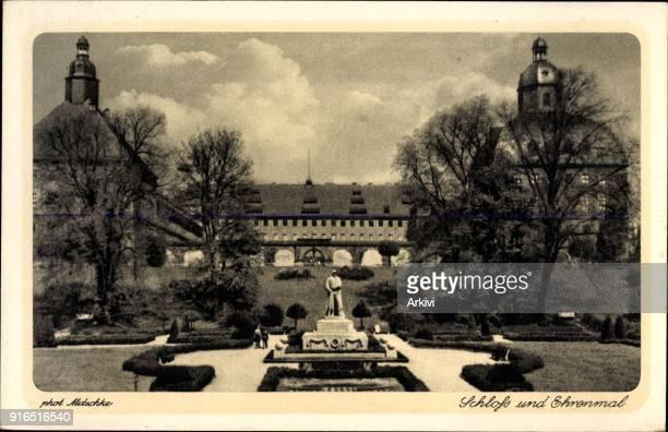 Ak Gotha im Thüringer Becken Blick auf Schloss und Ehrenmal