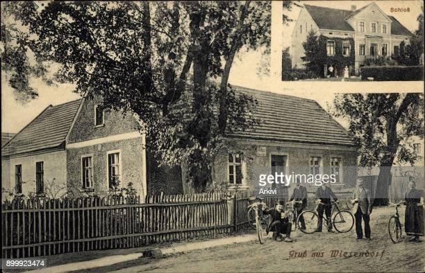 Ak Kolkwitz Krieschow Wiesendorf, Einwohner mit Fahrrädern, Schloss