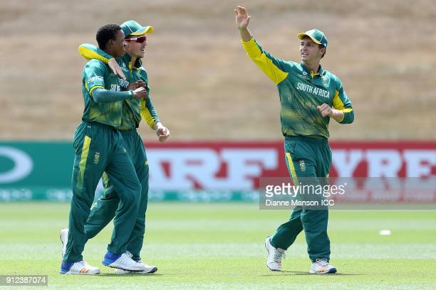 Akhona Mnyaka of South Africa and teammates celebrates the dismissal of Afif Hossain Dhrubo of Bangladesh during the ICC U19 Cricket World Cup 5th...