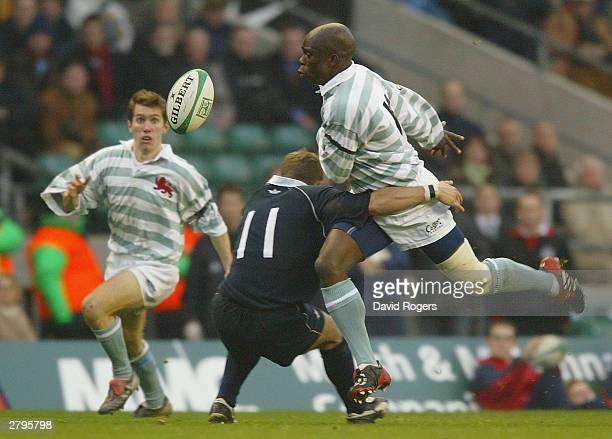 Aki Abiola of Cambridge sets up team mate Charlie Desmond for the equalizing try during the Varsity Match match between Oxford and Cambridge at...
