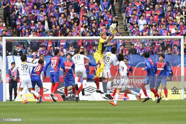 Akihiro Hayashi of FC Tokyo in action during the JLeague J1 match between FC Tokyo and Kashima Antlers at Ajinomoto Stadium on April 14 2019 in Chofu...