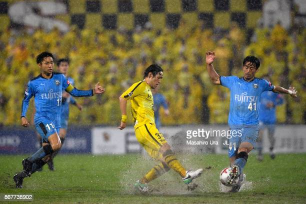 Akihiro Ienaga of Kawasaki Frontale and Hajime Hosogai of Kashiwa Reysol compete for the ball during the JLeague J1 match between Kashiwa Reysol and...