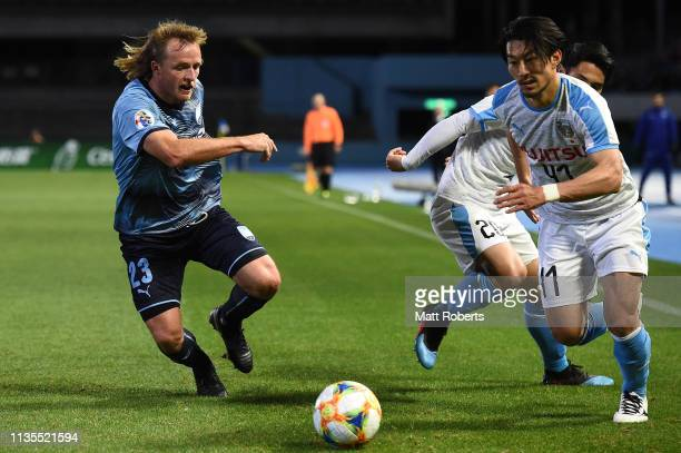 Akihiro Ienaga of Kawasaki Frontale competes for the ball against Rhyan Grant of Sydney FC during the AFC Champions League Group H match between...