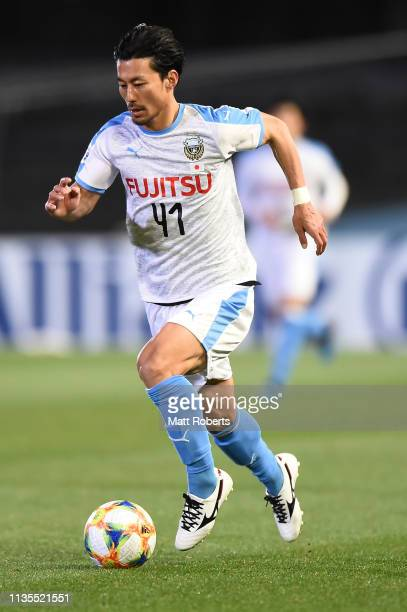 Akihiro Ienaga of Kawasaki Frontale controls the ball during the AFC Champions League Group H match between Kawasaki Frontale and Sydney FC at...