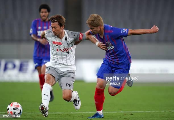 Akihiro Ienaga of Kawasaki Frontale controls the ball under pressure of Ryoya Ogawa of FC Tokyo during the J.League Meiji Yasuda J1 match between FC...