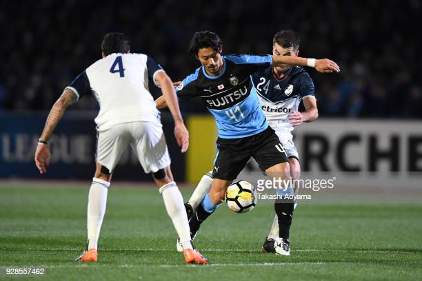 Akihiro Ienaga of Kawasaki Frontale controls the ball under pressure of Rhys Williams and Terry Antonis of Melbourne Victory during the AFC Champions...