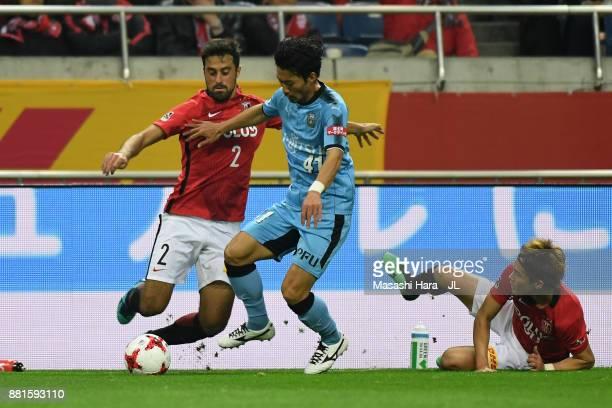 Akihiro Ienaga of Kawasaki Frontale goes past Mauricio and Daisuke Kikuchi of Urawa Red Diamonds during the J.League J1 match between Urawa Red...