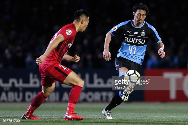 Akihiro Ienaga of Kawasaki Frontale in action during the AFC Champions League Group F match between Kawasaki Frontale and Shanghai SIPG at Todoroki...