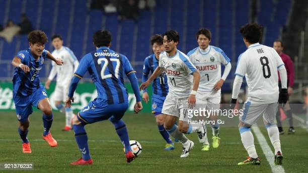 Akihiro Ienaga of Kawasaki Frontale in action during the AFC Champions League Group F match between Ulsan Hyundai and Kawasaki Frontale at Ulsan...