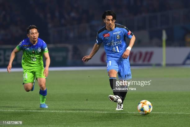 Akihiro Ienaga of Kawasaki Frontale in action during the J.League J1 match between Kawasaki Frontale and Shonan Bellmare at Todoroki Stadium on April...