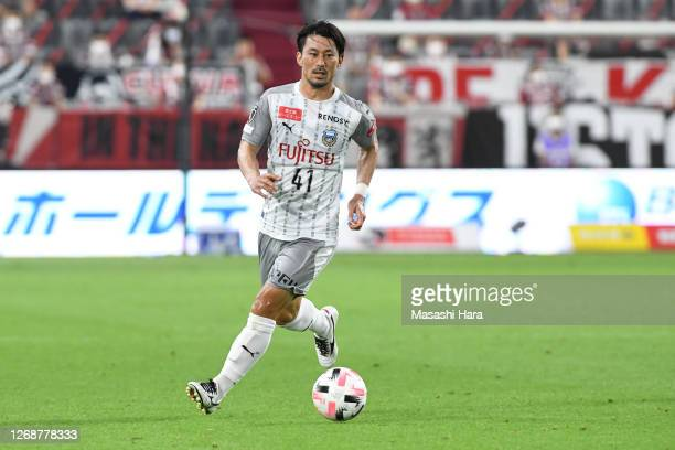 Akihiro Ienaga of Kawasaki Frontale in action during the J.League Meiji Yasuda J1 match between Vissel Kobe and Kawasaki Frontale at Noevir Stadium...