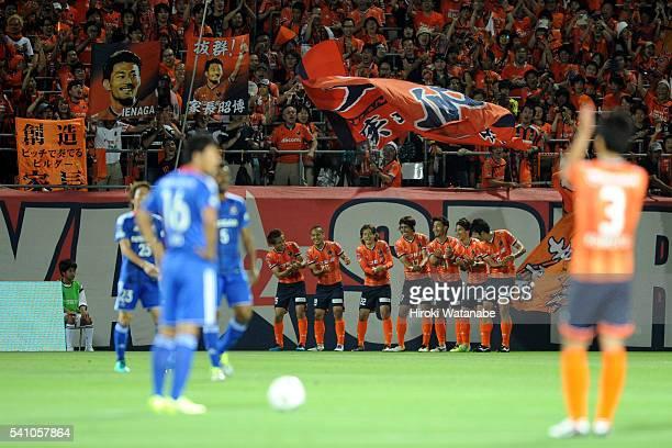 Akihiro Ienaga of Omiya Ardija celebrates scoring his team's first goal with his team mates during the J.League match between Omiya Ardija and...