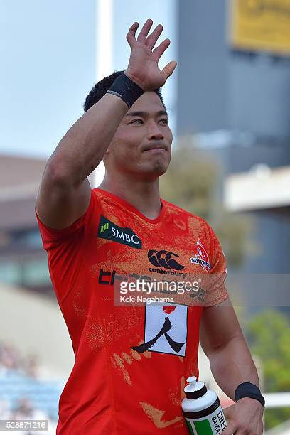 Akihito Yamada of Sunwolves waves for fans after the round 11 Super Rugby match between the Sunwolves and the Force at Prince Chichibu Stadium on May...