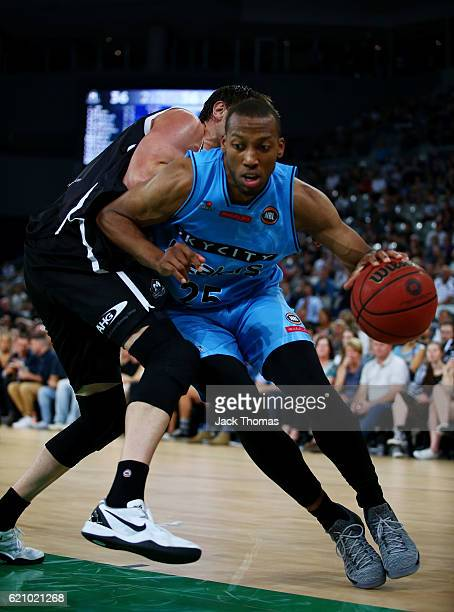 Akil Mitchell of the Breakers drives to the basket during the round five NBL match between Melbourne United and the New Zealand Breakers on November...