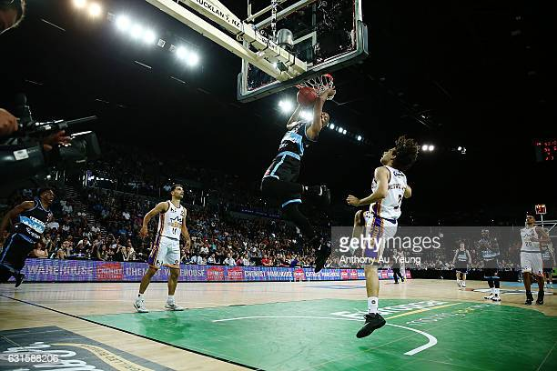 Akil Mitchell of the Breakers with an alley-oop dunk from teammate Paul Carter during the round 15 NBL match between the New Zealand Breakers and the...