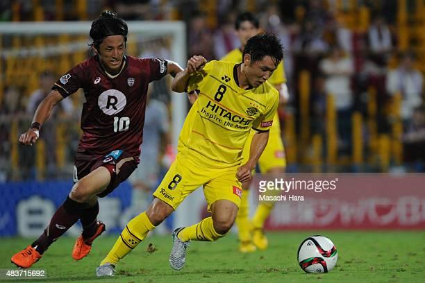 Akimi Barada of Kashiwa Reysol in action during the JLeague match between Kashiwa Reysol and Vissel Kobe at Hitachi Kashiwa Soccer Stadium on August...