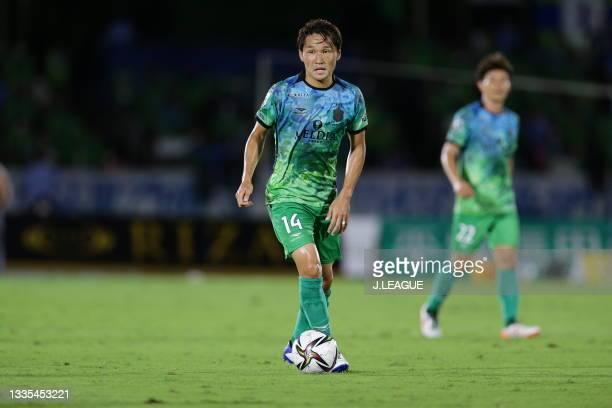Akimi BARADA of Shonan Bellmare in action during the J.League Meiji Yasuda J1 match between Shonan Bellmare and Shimizu S-Pulse at the Lemon Gas...