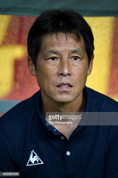 Akira Nishino manager of Nagoya Grampus looks on during the J League match between Nagoya Grampus and Kashima Antlers at the Toyota Stadium on August...