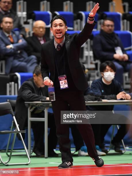 Akira To oshimacoach of Agle mina Hamamatsu looks on during the FLeague match between Shriker Osaka and Agle mina Hamamatsu at the Komazawa G mnasium...