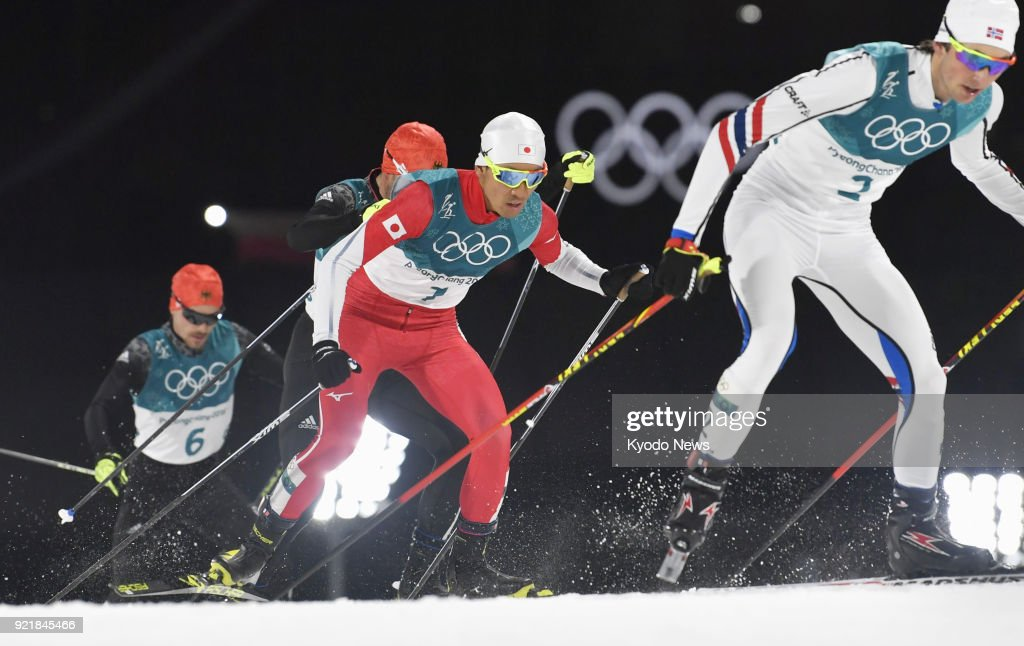 Akito Watabe (2nd from R) of Japan chases Jarl Magnus Riiber (R) of Norway in the cross-country portion of the individual large hill 10-kilometer race at the Pyeongchang Winter Olympics in South Korea on Feb. 20, 2018. ==Kyodo