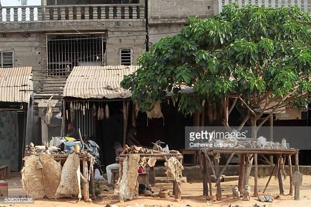 akodessewa fetish market. - togo fotografías e imágenes de stock