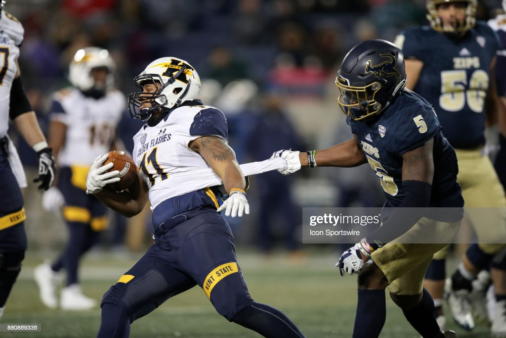 reputable site bf23a 70680 Akron Zips linebacker Ulysees Gilbert III grabs the jersey ...