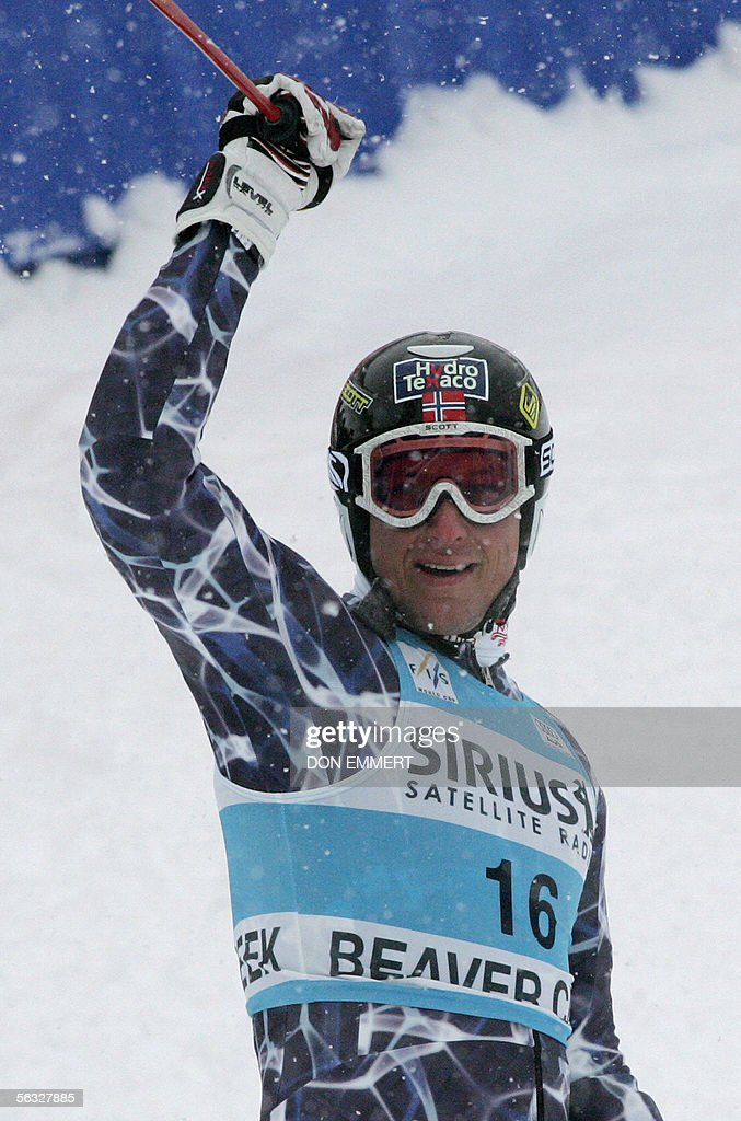 Aksel Lund Svindal of Norway waves to the crowd after the World Cup men's Giant Slalom 03 December 2005 on the Birds of Prey course in Beaver Creek, Colorado. Svindal finished the race in fifth position with a time of 2:35.99. AFP PHOTO/Don EMMERT