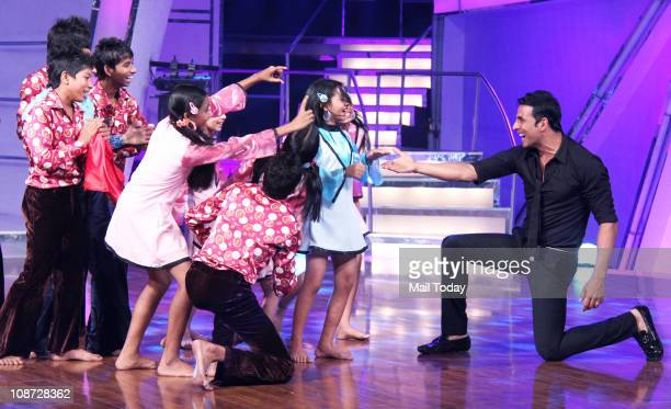 Akshay Kumar dances with children as he promotes his upcoming film Patiala House on the dance show Chak Dhoom Dhoom