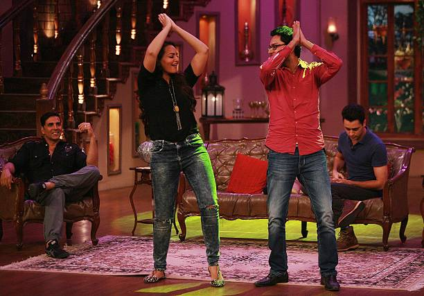 AUGUST 01 Akshay Kumar Imran Khan and Sonakshi Sinha on the sets of Comedy Nights with Kapil for the promotion of Once Upon a Time in Mumbaai 2 on...