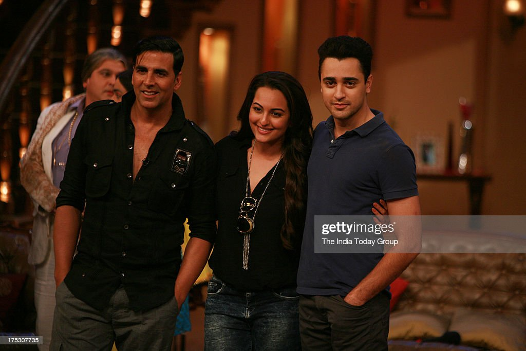 AUGUST 01 Akshay Kumar Sonakshi Sinha and Imran Khan on the sets of Comedy Nights with Ali Asghar for the promotion of Once Upon a Time in Mumbaai 2..