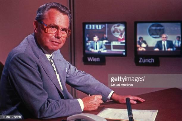 Aktenzeichen xy ungelöst, Sendereihe, Deutschland 1986, Fahnder: Eduard Zimmermann mit den Studios Wien und Zürich auf den Monitoren.