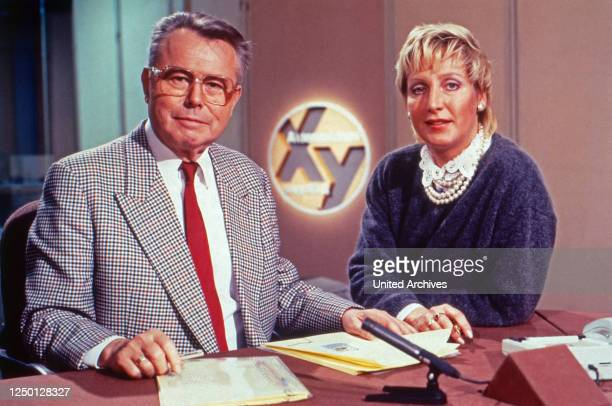 Aktenzeichen xy ungelöst, Sendereihe, Deutschland 1988, Fahnder: Eduard Zimmermann mit Assistentin Sabine Zimmermann.