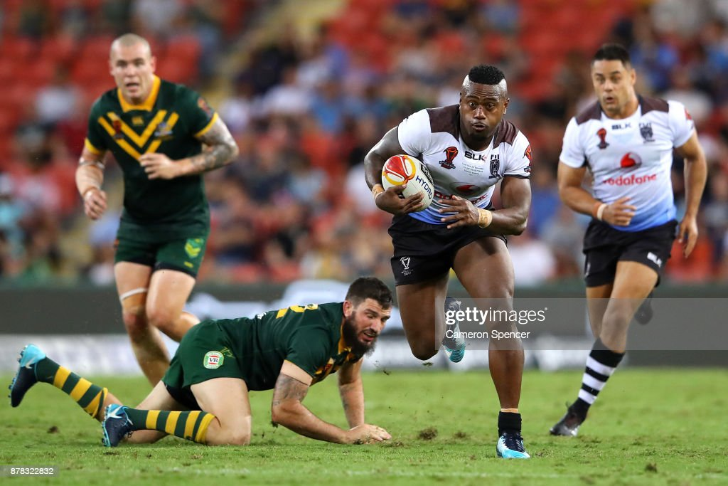 Akuila Uate of Fiji makes a break during the 2017 Rugby League World Cup Semi Final match between the Australian Kangaroos and Fiji at Suncorp Stadium on November 24, 2017 in Brisbane, Australia.