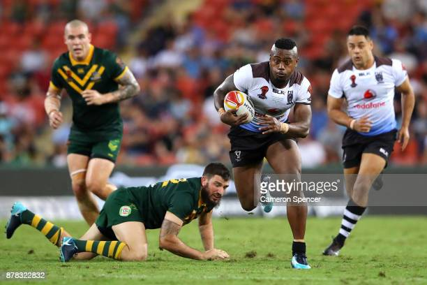 Akuila Uate of Fiji makes a break during the 2017 Rugby League World Cup Semi Final match between the Australian Kangaroos and Fiji at Suncorp...