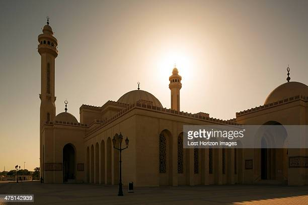al fateh grand mosque at sunset, manama, bahrain - manama stock pictures, royalty-free photos & images