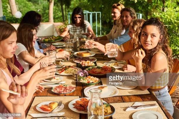 al fresco dining - 南ヨーロッパ民族 ストックフォトと画像