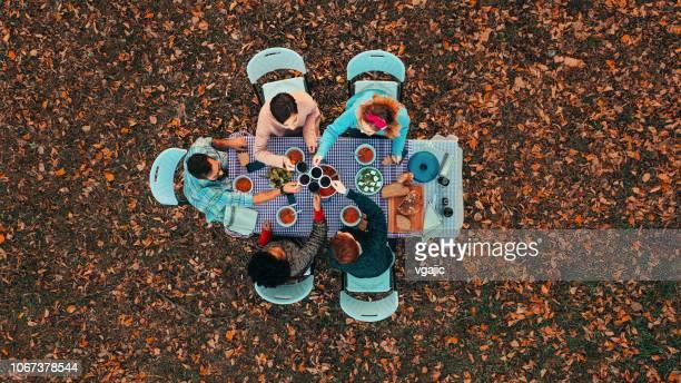 refeição ao ar livre - table top - fotografias e filmes do acervo