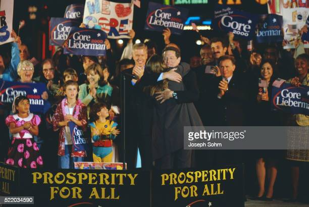 al gore at presidential rally - westwood neighborhood los angeles stock pictures, royalty-free photos & images