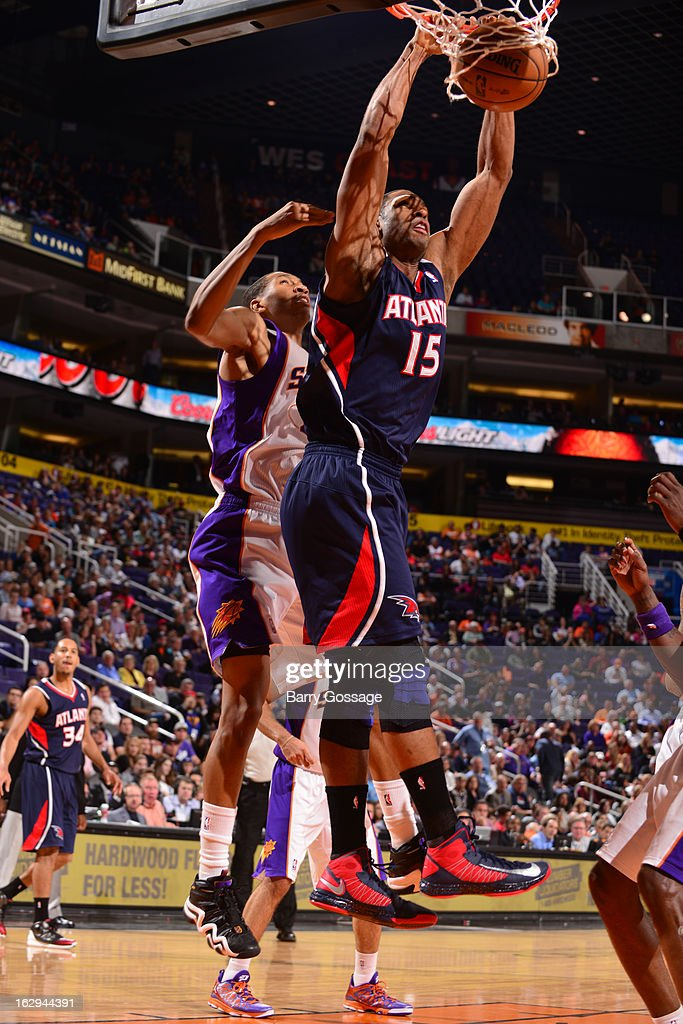 Al Horford #15 of the Atlanta Hawks dunks against the Phoenix Suns on March 1, 2013 at U.S. Airways Center in Phoenix, Arizona.