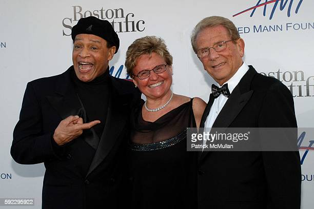 Al Jarreau and Claude and Alfred Mann attend The Alfred Mann Foundation's 2nd Annual 'Evening of Innovation Inspiration' Honoring Larry King Hosted...
