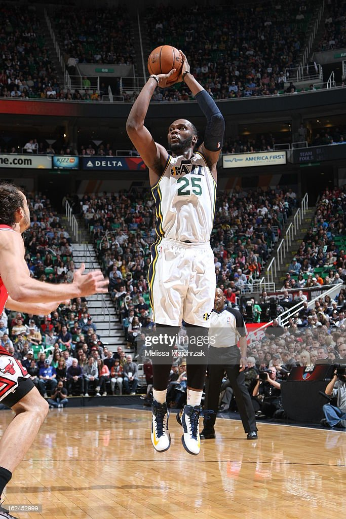 Al Jefferson #25 of the Utah Jazz takes a wideopen shot against the Chicago Bulls at Energy Solutions Arena on February 08, 2013 in Salt Lake City, Utah.