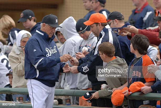 Al Kaline of the Detroit Tigers signs autographs for fans before the game against the New York Mets at Joker Marchant Stadium in Lakeland, Florida on...