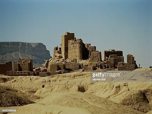 Al Kathiri / Shibam Hagrein / AglaniaAlte Burgen und typische Häuse im WadiHadramaut oJ