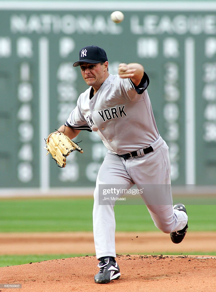 Al Leiter #19 of the New York Yankees pitches against the Boston Red Sox during their game at Fenway Park on July 17, 2005 in Boston, Massachusetts.