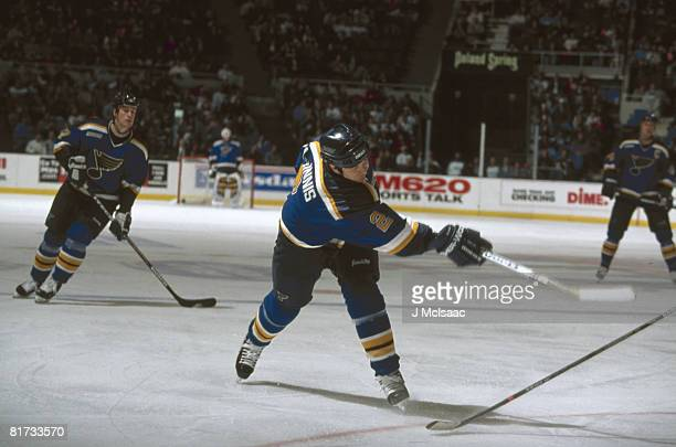 Al MacInnis of the St Louis Blues shoots during an NHL game against the New York Islanders on November 13 1999 at the Nassau Coliseum in Unondale New...