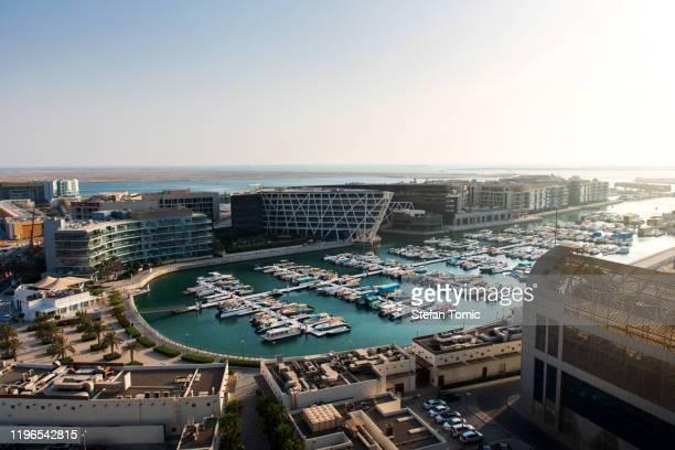 vista al puerto deportivo de al marasy en abu dabi, zona de al bateen - puerto deportivo puerto fotografías e imágenes de stock