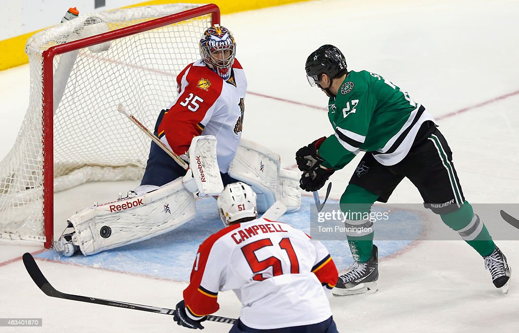 Al Montoya #35 of the Florida Panthers blocks a shot against Colton Sceviour #22 of the Dallas Stars in the third period at American Airlines Center on February 13, 2015 in Dallas, Texas.
