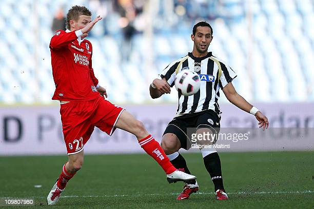 dd69dae1d Al Mouttaqui Medhi Benatia of Udinese Calcio fights for the ball with Erik  Huseklepp of AS